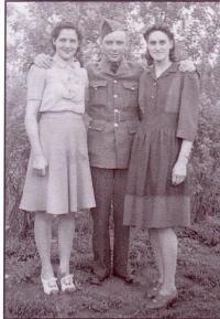 Aline Gaudet, à droite, avec sa soeur