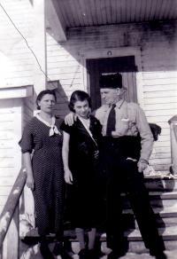 Ernest Béliveau avec son épouse Eugénie et sa fille Gabrielle