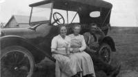 Florette Duguay avec ses parents à Secretan