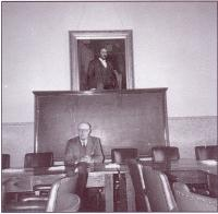 Henri Begrand dans une sale de reunion