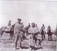 Joe Fournier avec un groupe d'Indiens