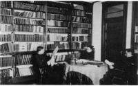 La bibliothèque au Collège Mathieu vers