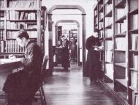 La bibliothèque au scolasticat