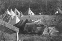 Les tentes militaires venant de LaRonge