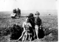 Les trois aînés de la famille Jeannotte