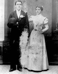 Photo de mariage de Philias Desnoyers (fils) et Adelaide Grégoire