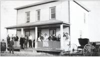 Photo prise vers 1920 devant la nouvelle maison d'Hector Gaudet