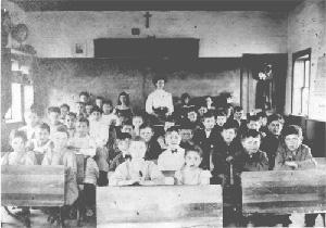 Mme Eugénie Mondor et ses élèves